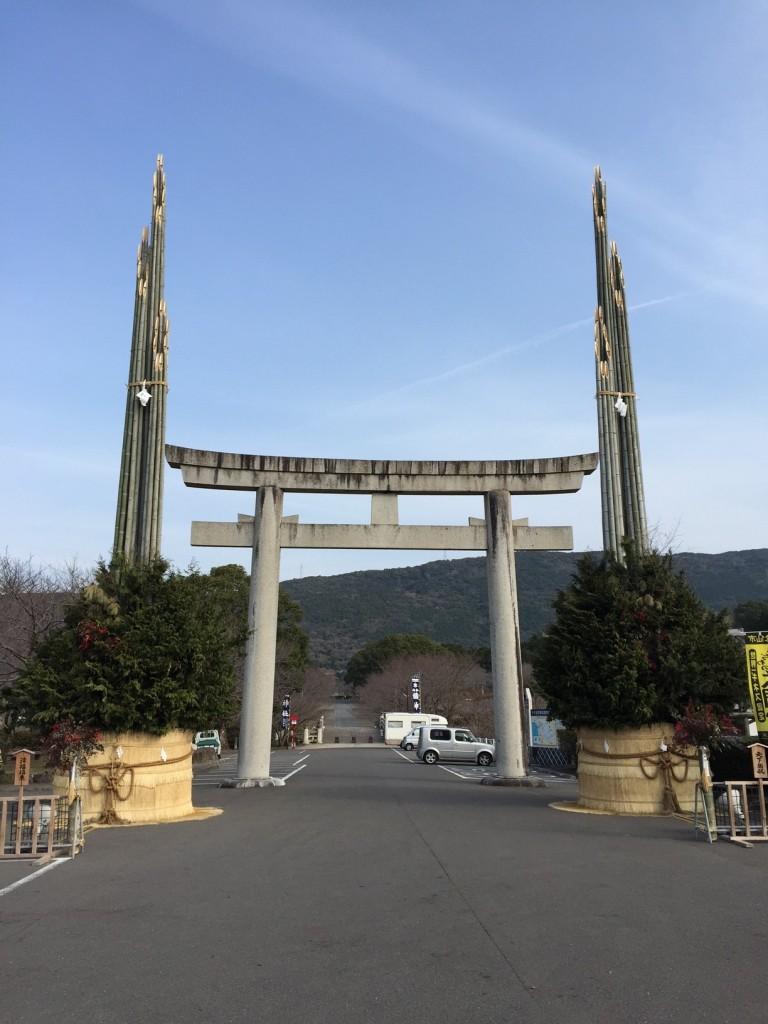 橘神社世界一の大門松